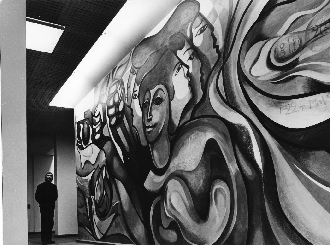 Wandbild (heute verdeckt) im ehemaligen Karl-Marx-Städter Unternehmen Numerik - im Foto links Gerhard Klampäckel. (Archivfoto aus dem Nachlass des Künstlers)