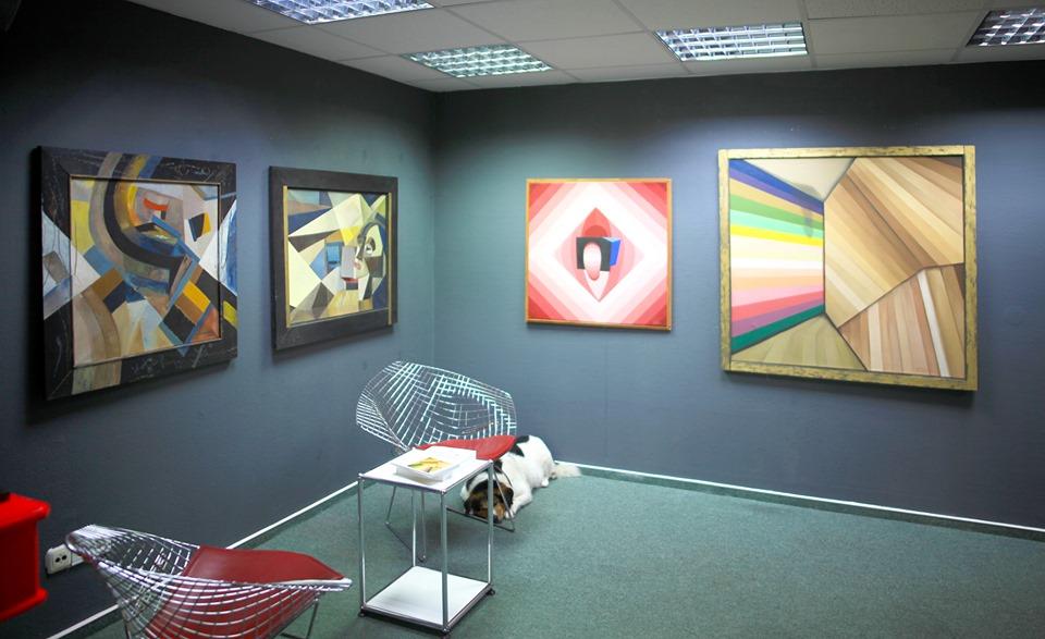 Fotoblick in einen Teil der Ausstellung ABSTRAKTIONEN